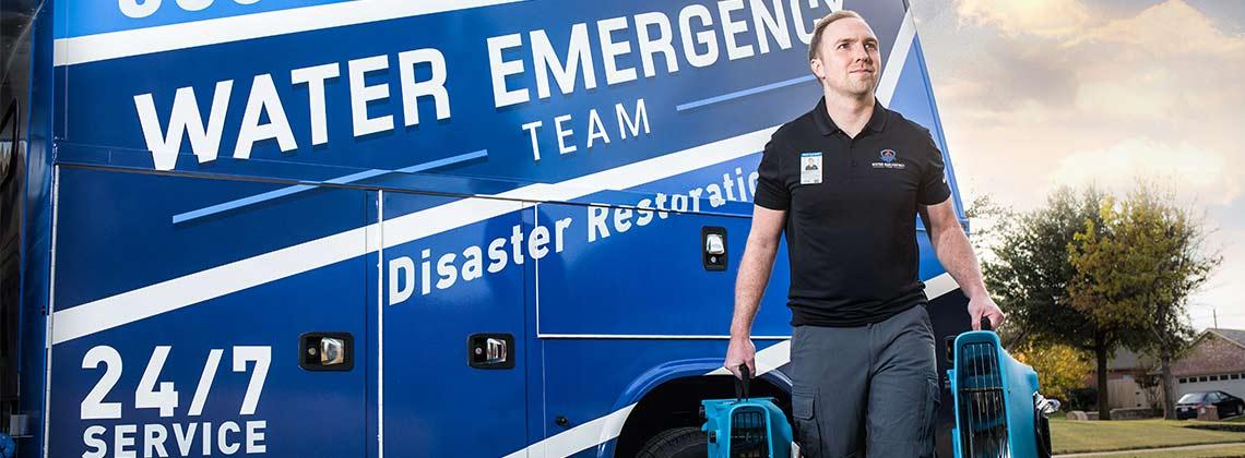 Water Damage Arlington Technician Responding